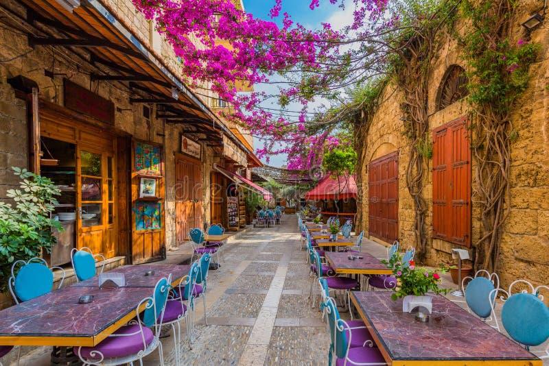 Restaurantes Souk velho Byblos Jbeil Líbano fotografia de stock royalty free