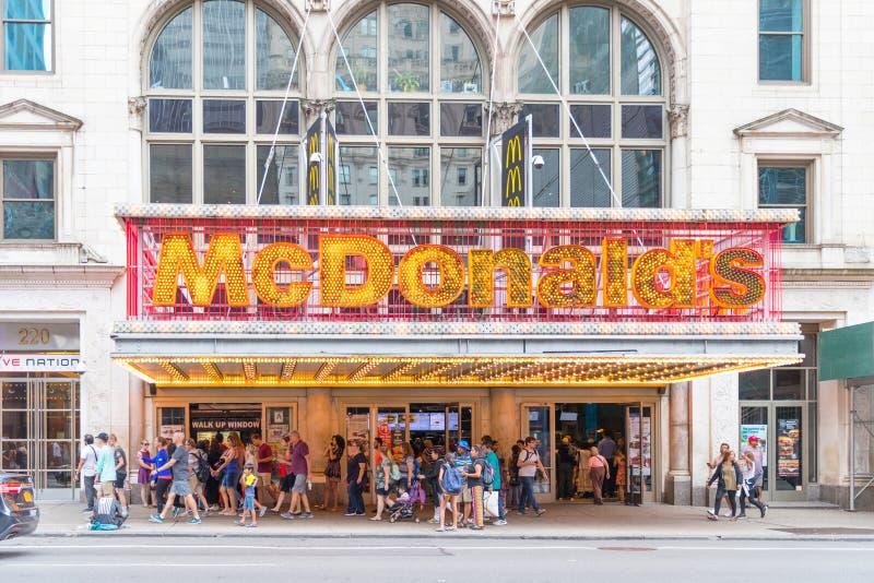 Restaurantin McDonald ` s στην πόλη της Νέας Υόρκης, Times Square στοκ εικόνα