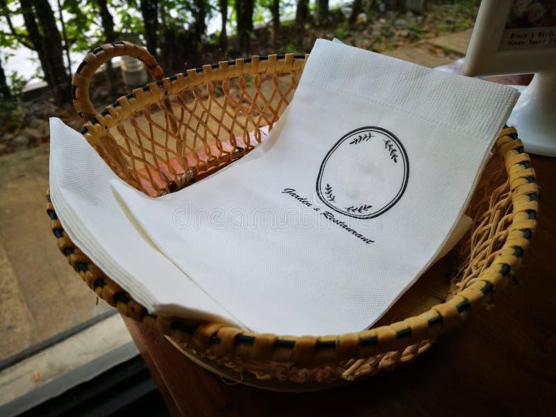 Restaurantmateriaal - papieren zakdoekje stock afbeeldingen