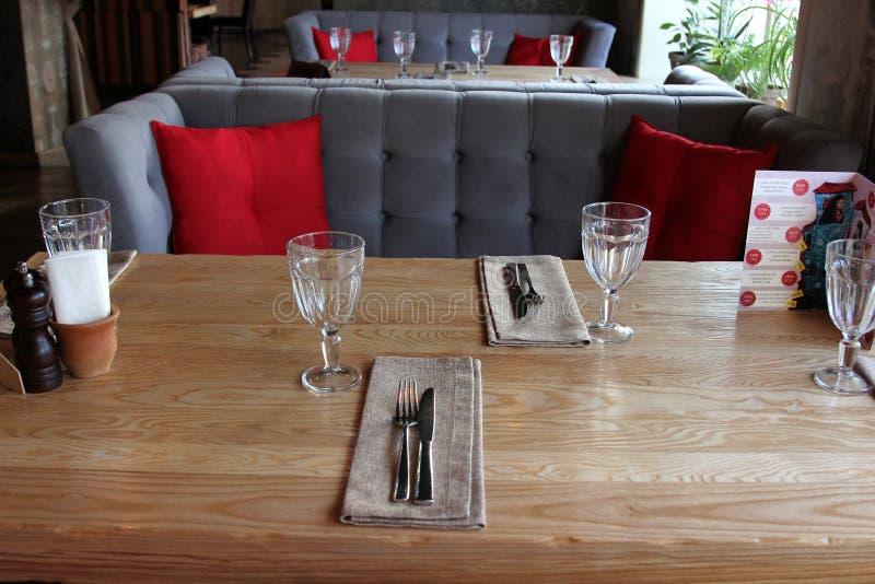 Restaurantraum bereit, G?ste zu empfangen stockfoto