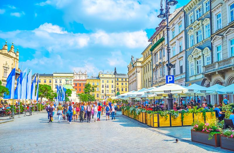 Restaurants à la place principale du marché à Cracovie, Pologne photo stock