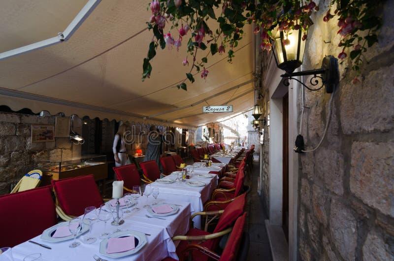 Restaurants de trottoir, Dubrovnik photo libre de droits