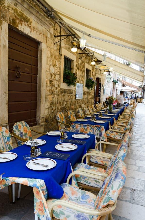Restaurants de trottoir, Dubrovnik photo stock