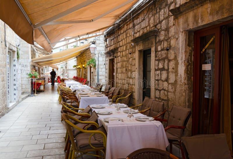 Restaurants de trottoir, Dubrovnik images libres de droits