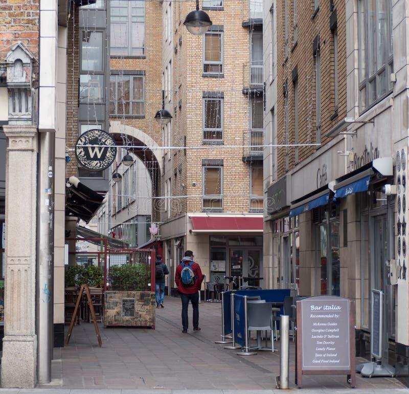 Restaurants en koffie op Ormond-Kade in Dublin, Ierland royalty-vrije stock afbeelding