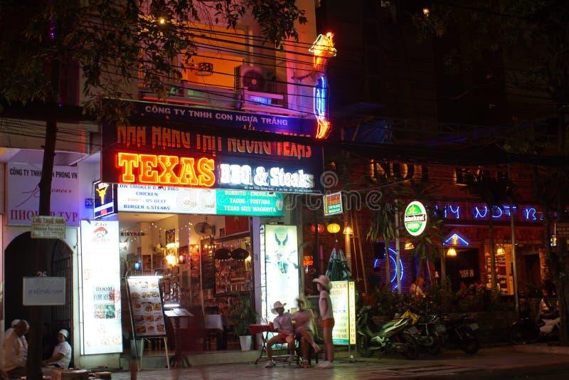 Restaurants et barres dans Nha Trang image stock