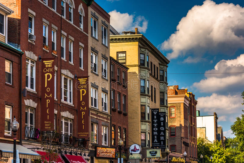Restaurants et boutiques sur la rue de Hannovre à Boston, le Massachusetts images libres de droits