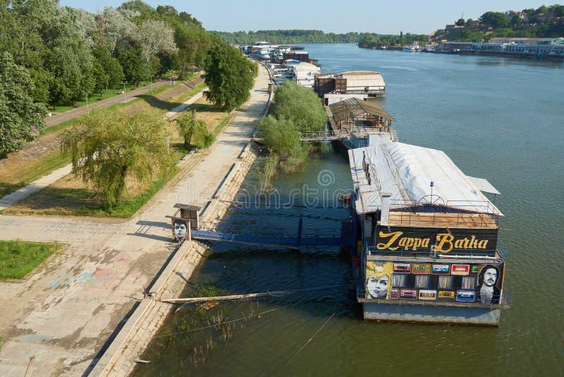 Restaurants et clubs de flottement sur la rivière Save à Belgrade images libres de droits