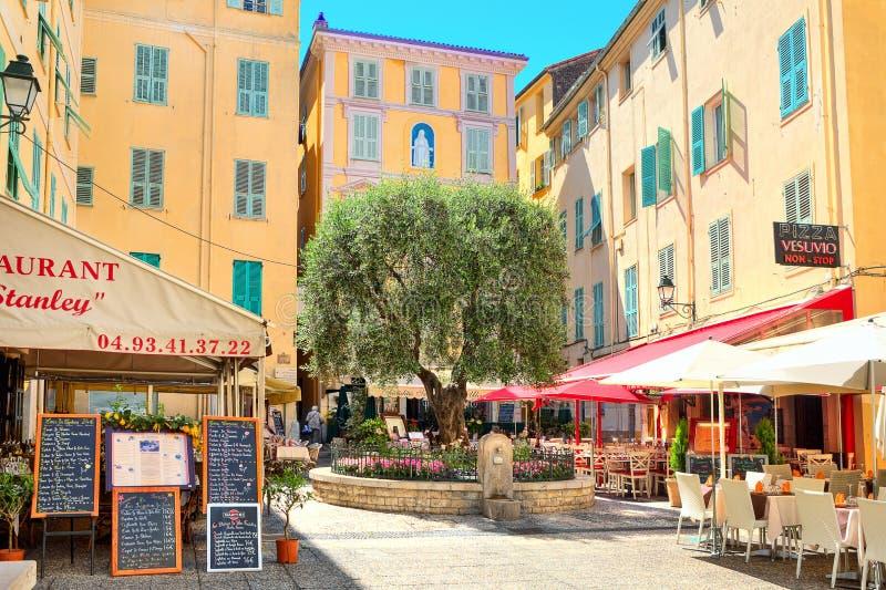 Restaurants und Bars in Menton, Frankreich. lizenzfreie stockfotografie