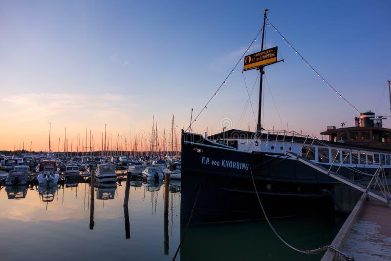 Restaurantschip F P von Knorring in de Mariehamn-haven stock foto's