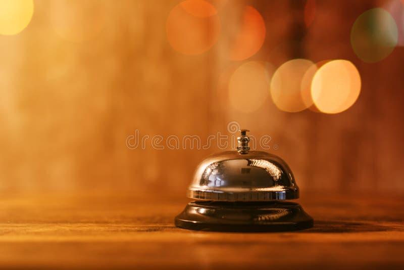 Restaurantservice-Glocke lizenzfreie stockbilder