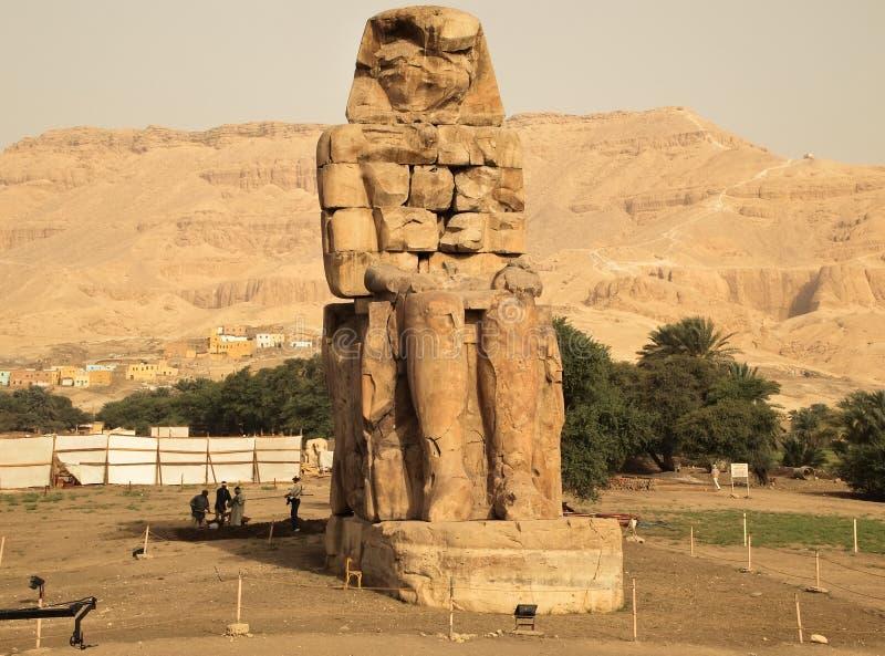 Restauratie van Colossi van Memnon stock foto