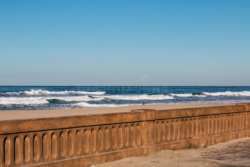 Restauration de digue de promenade de plage de mission après 2016 photographie stock libre de droits
