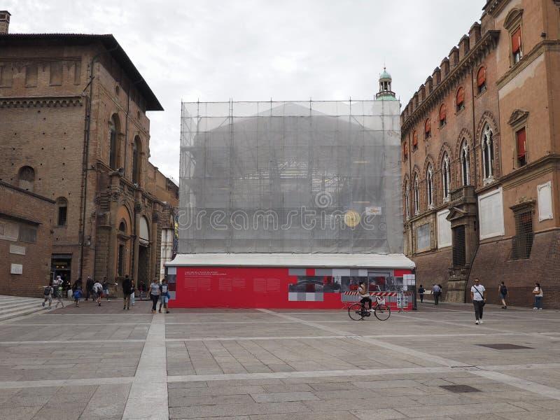 Restauration de Fontana del Nettuno (fontaine de Neptune) à Bologna images stock