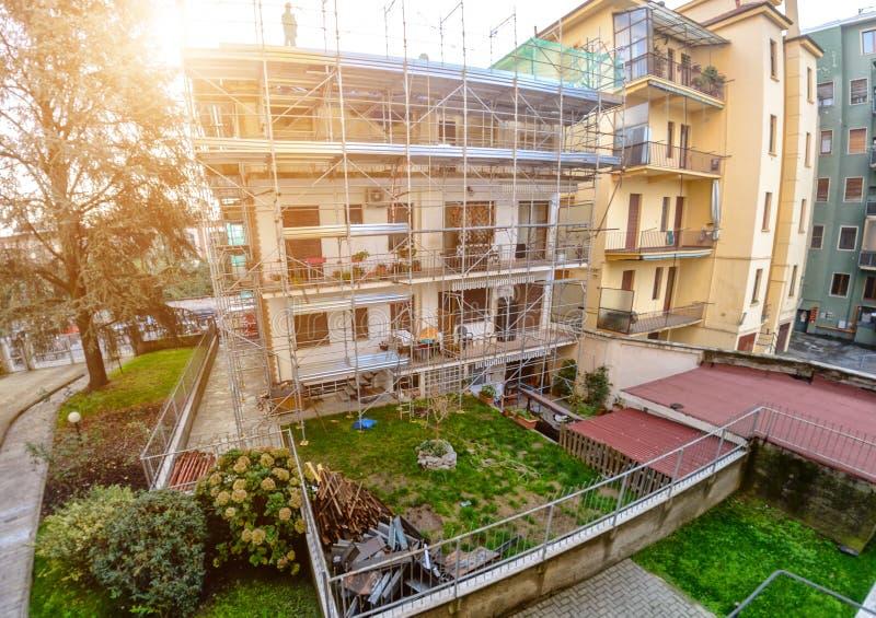 Restauration, réparation d'une maison de logement images libres de droits