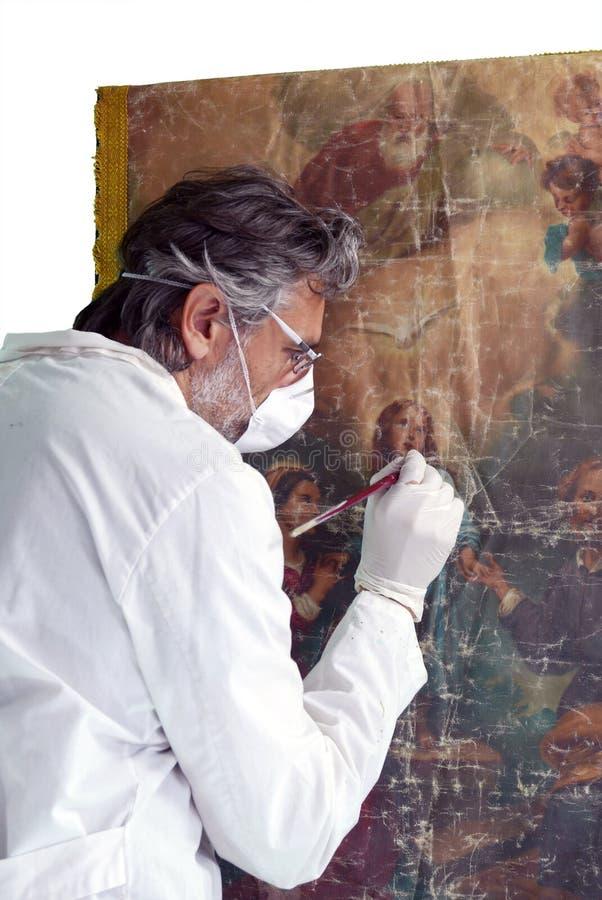 Restaurator med målningkonstverk royaltyfri fotografi