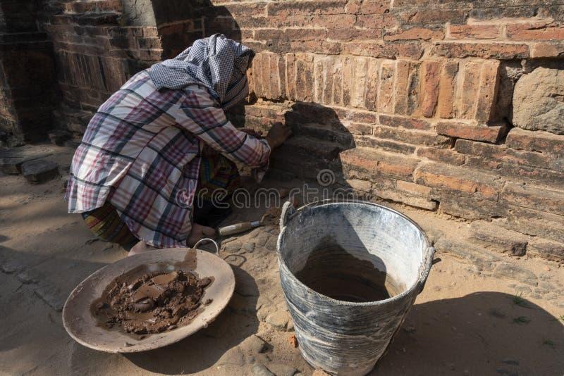 Restaurierungs- Frauenfunktion, Bagan lizenzfreie stockbilder