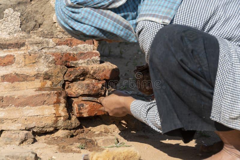 Restaurierungs- Frauenfunktion, Bagan lizenzfreie stockfotos