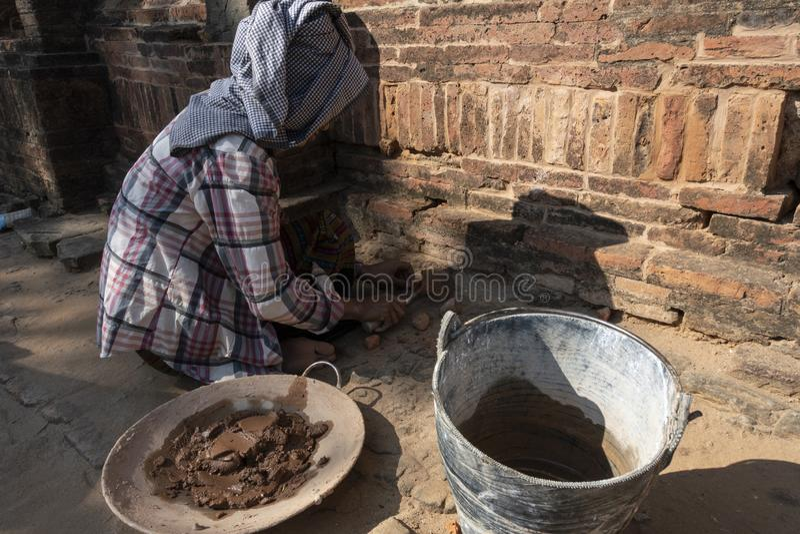 Restaurierungs- Frauenfunktion, Bagan lizenzfreies stockbild