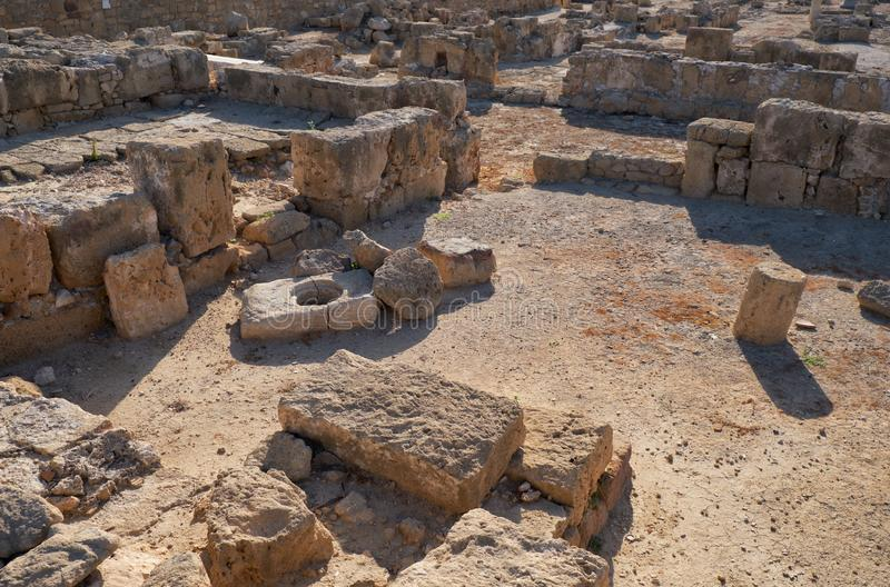 Resten av byn Paphos Archeological Park Cypern royaltyfria foton