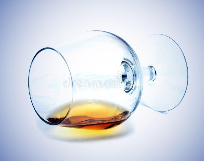 Resten van alcohol in een glas stock fotografie