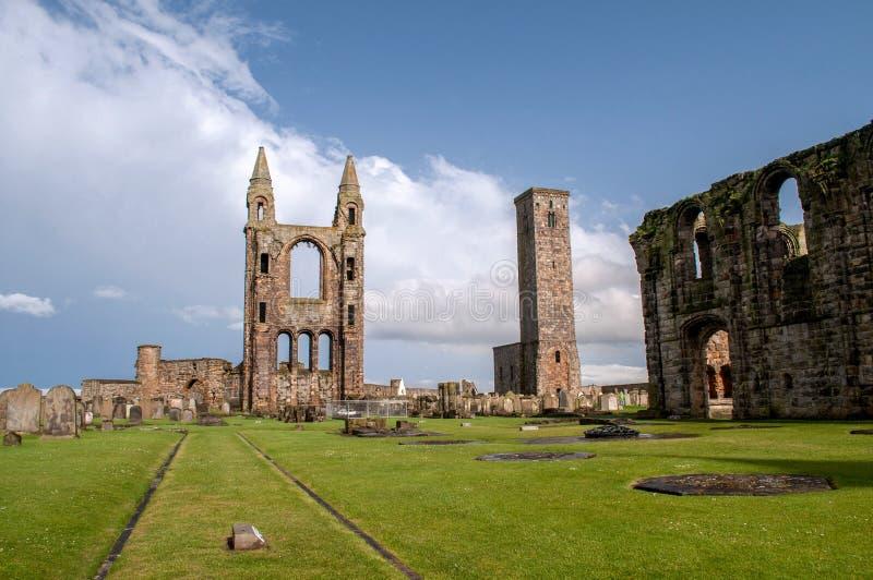 Resten van vernietigde kathedraal in St Andrew stock afbeeldingen
