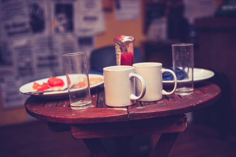 Rester frukost i kafé arkivfoton