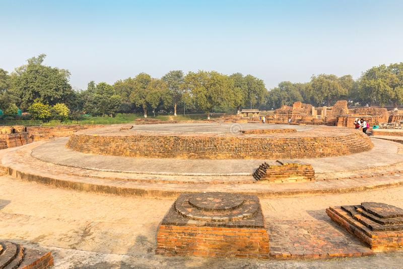 Restes de Dharmarajika Stupa dans Sarnath, Varanasi images libres de droits