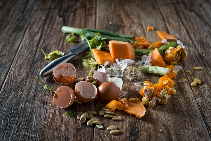 Restes de nourriture prêts à composter images stock