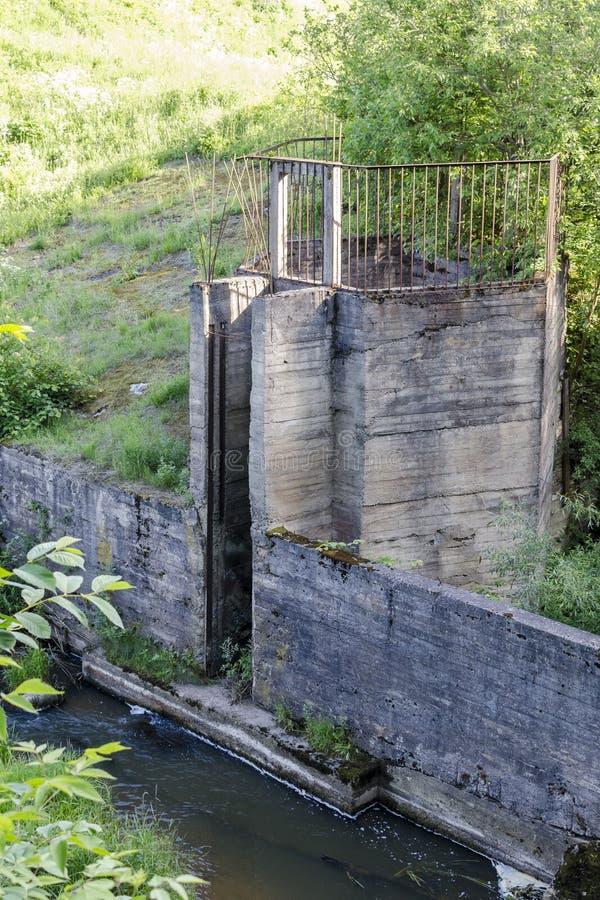 Restes du barrage image stock