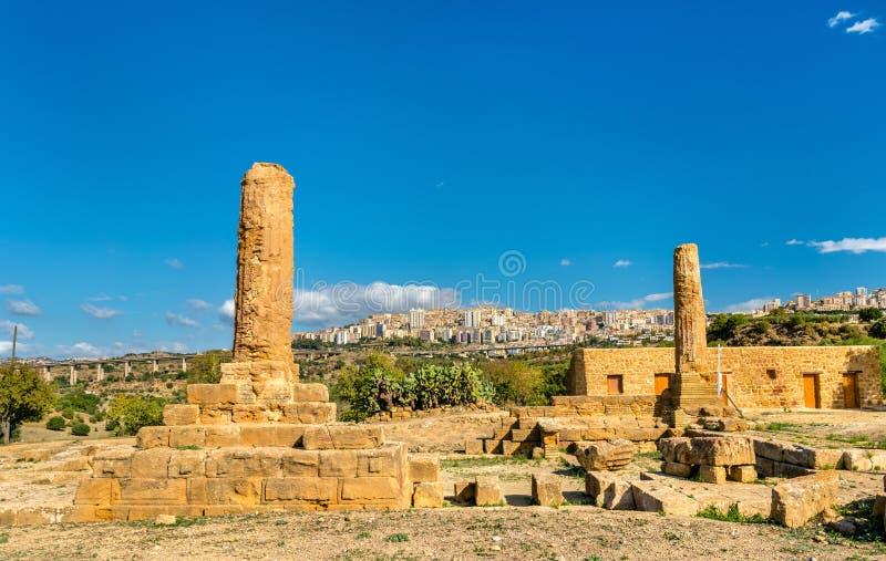 Restes du temple de Vulcan dans la vallée des temples - Agrigente, Sicile photographie stock libre de droits