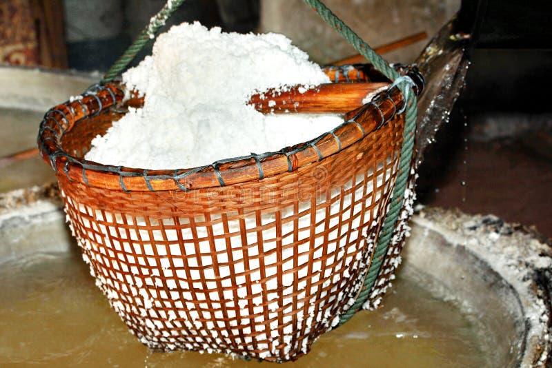 Restez par le sel cristallisé bouilli pour sécher photo stock
