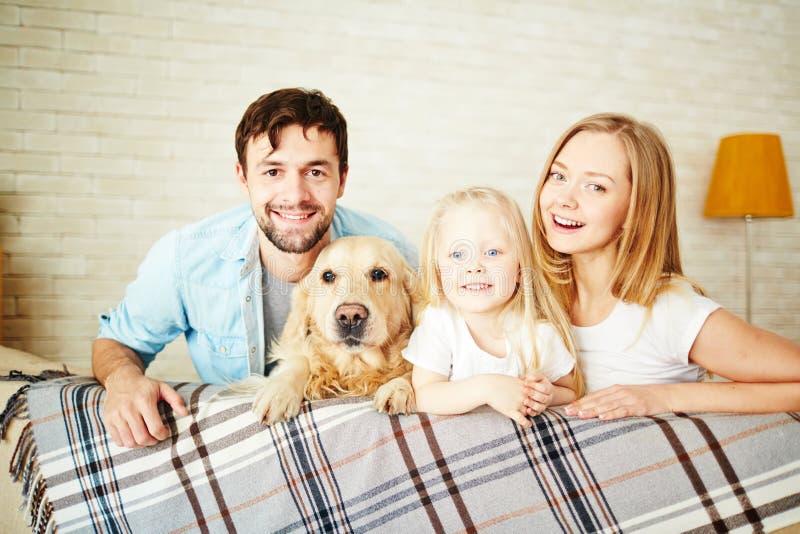 Restful Familie lizenzfreie stockbilder