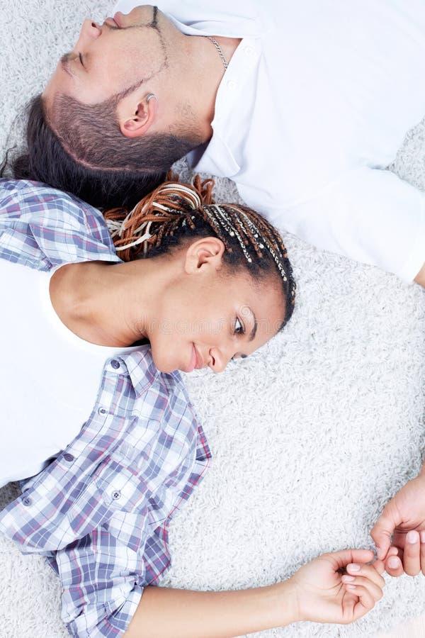 Restful Paare lizenzfreies stockfoto