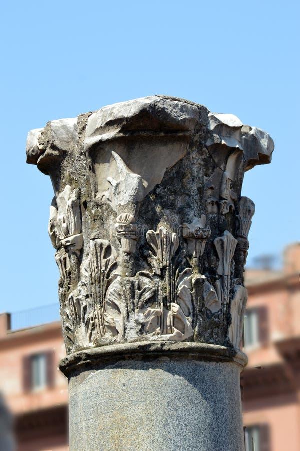 Resti della colonna nel forum di Traiano, Roma fotografia stock libera da diritti