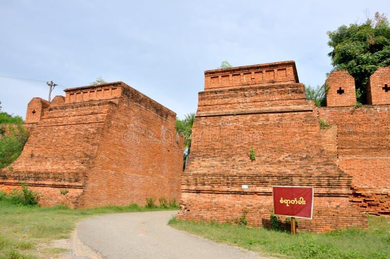 Resti delle pareti esterne, Inwa fotografia stock
