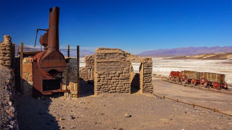 Restna av Harmony Borax Works i Death Valley arkivfoton