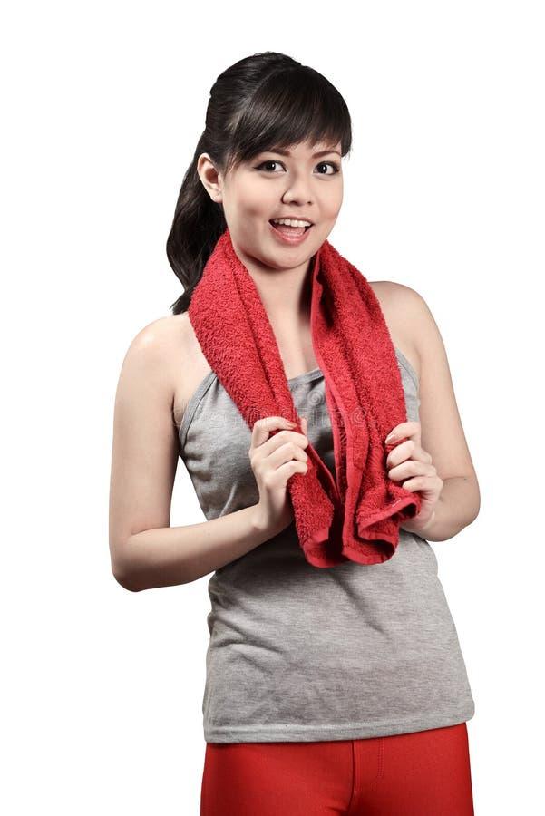 Resto asiatico della donna dopo l'allenamento fotografia stock libera da diritti