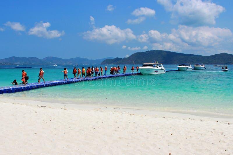 Resto dei viaggiatori all'isola di Koh Hey fotografie stock libere da diritti