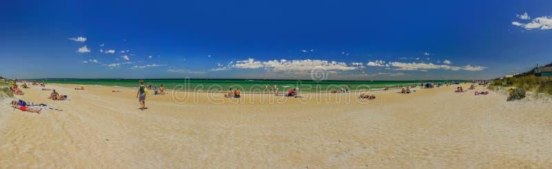 Resto en la Costa del Pacífico australiana la playa en Chelsea, Melbourne imágenes de archivo libres de regalías