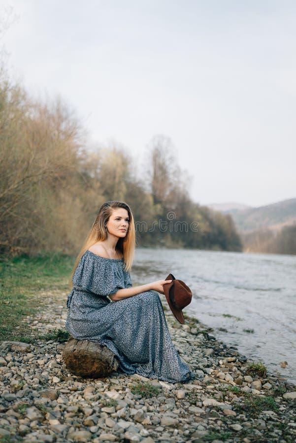 Resto y tranquilidad en naturaleza Disfrutar de silencio imagen de archivo libre de regalías