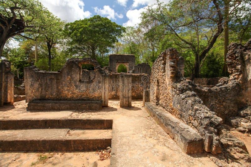Restos de la ciudad africana antigua Gede Gedi en Watamu, ingenio de Kenia imagen de archivo