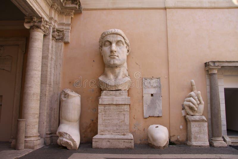 Restos de la estatua de Constantina fotos de archivo libres de regalías