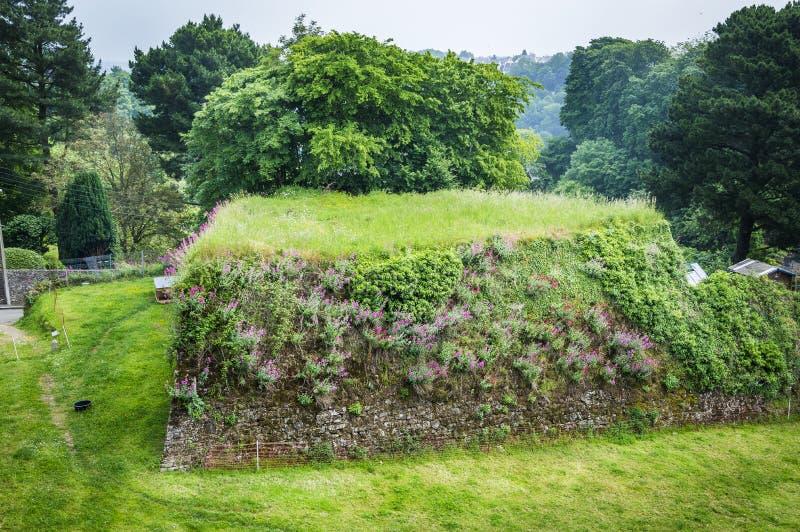 Restos de refuerzo de murallas en Dinan, Bretaña, Francia foto de archivo