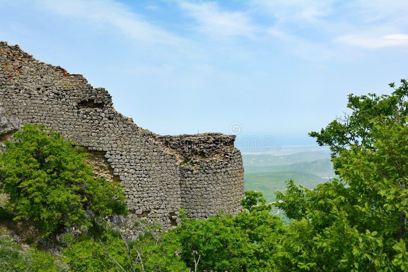 Restos de una gala antigua de la fortaleza en Azerbaijan imagenes de archivo