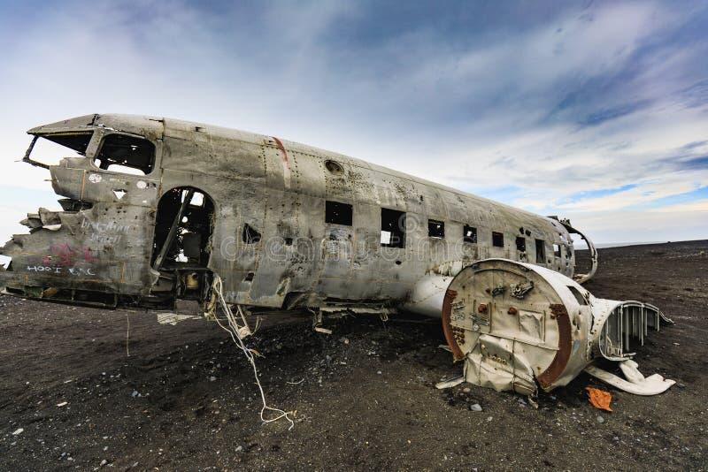 Restos del aeroplano estrellado en la costa de Islandia imágenes de archivo libres de regalías