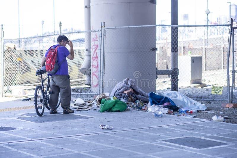 Restos desabrigados do acampamento abandonados no passeio com espectador imagem de stock royalty free