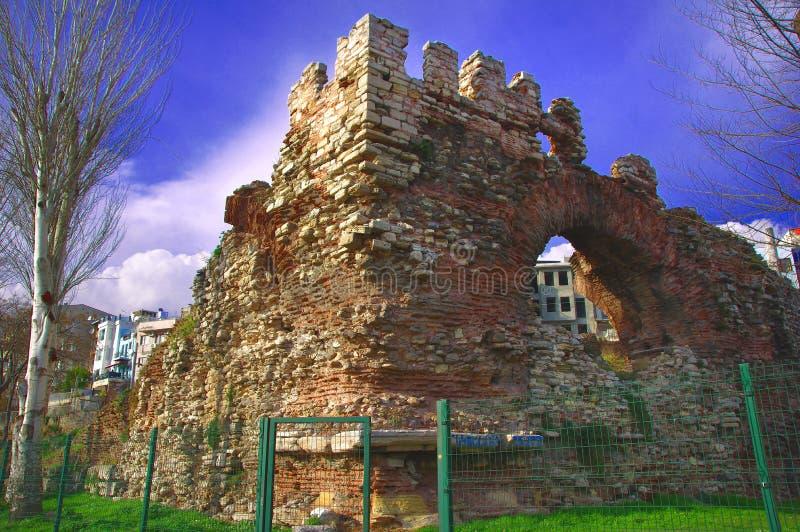 Restos do palácio glorioso de Boukoleon em Istambul moderna imagens de stock