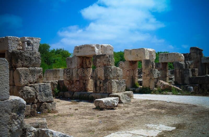 Restrest av tribunkapplöpningsbanan i forntida kolonnutgrävningplats i däcket, Libanon arkivbild