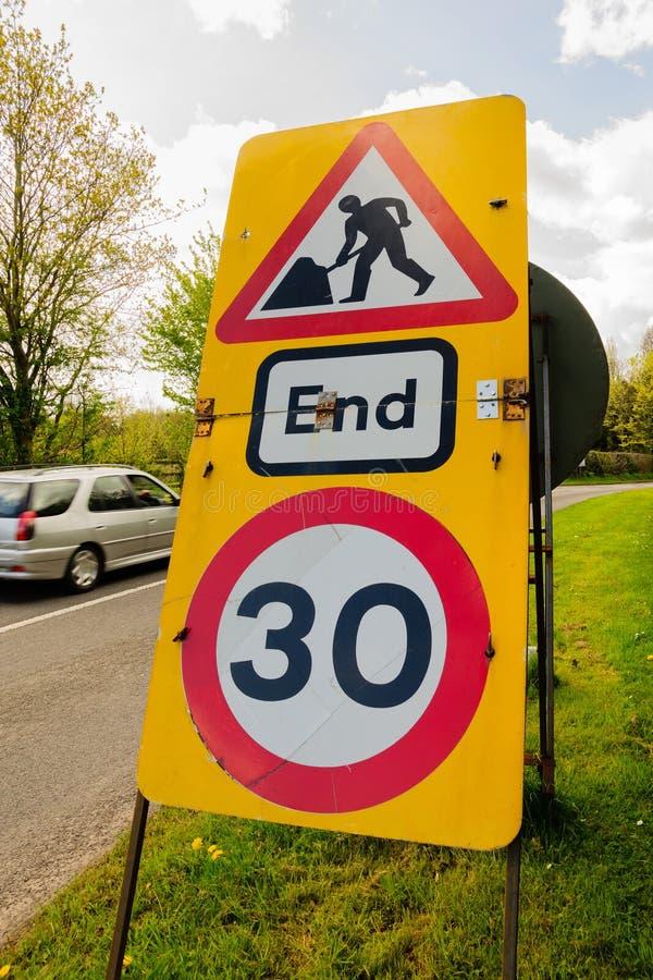 Restriction provisoire de vitesse de courses sur route photo stock